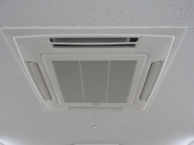 LED蛍光灯で夏のエアコン代まで削減?!